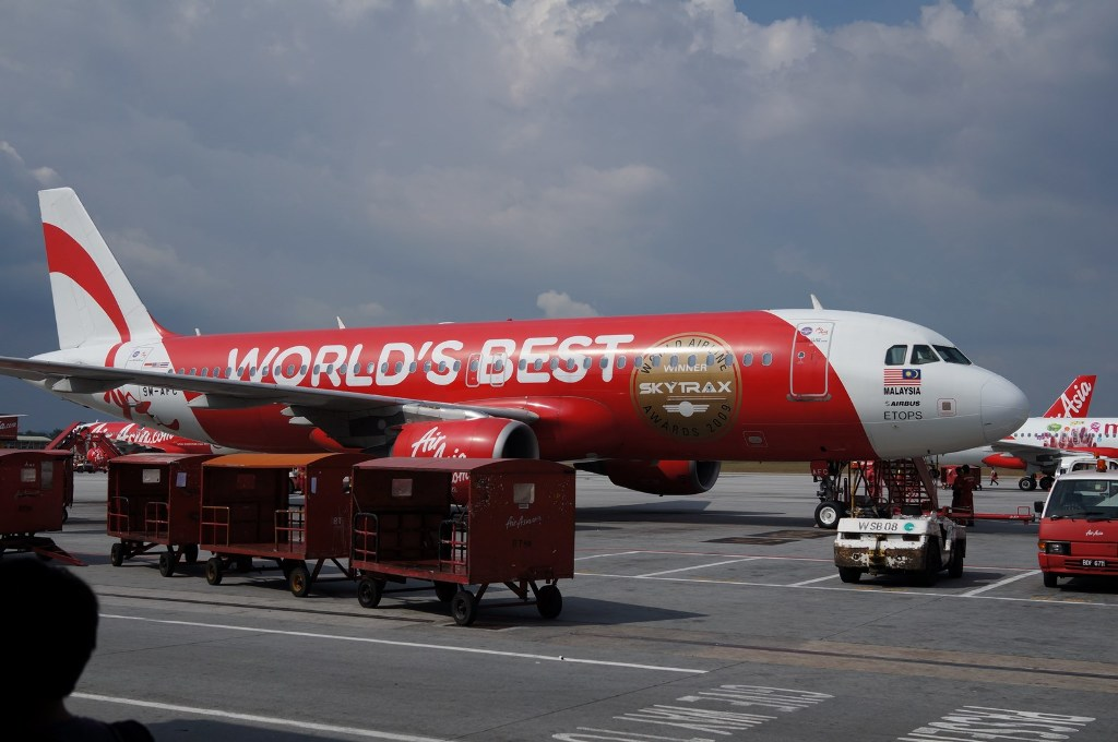 marketing mix of air asia flight Marketing recognized and admired airlines in the asia pacific to 1000 bran as 2008 (airasia berhad, 2013) the vision of air asia is to become a low cost airline in asia to reach out people with poor connectivity and high fares.